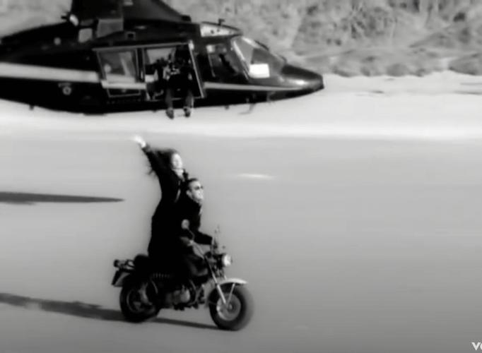 """Motorrad (aus Videoclip zu Robbie Williams' """"Angels"""""""