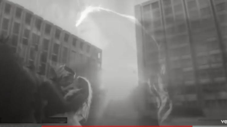 """Bild1 aus Videoclip zu """"Angels"""" von Robbie Williams"""
