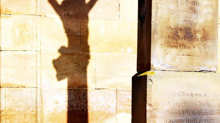 Corona-Christus Schatten