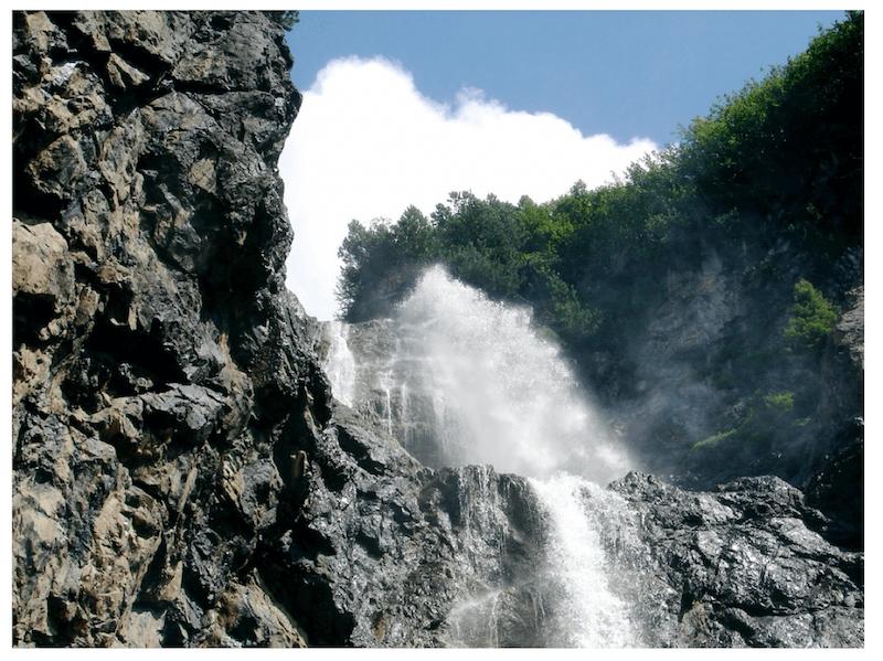 Wasser aus dem Felsen als Bild für die Salbung