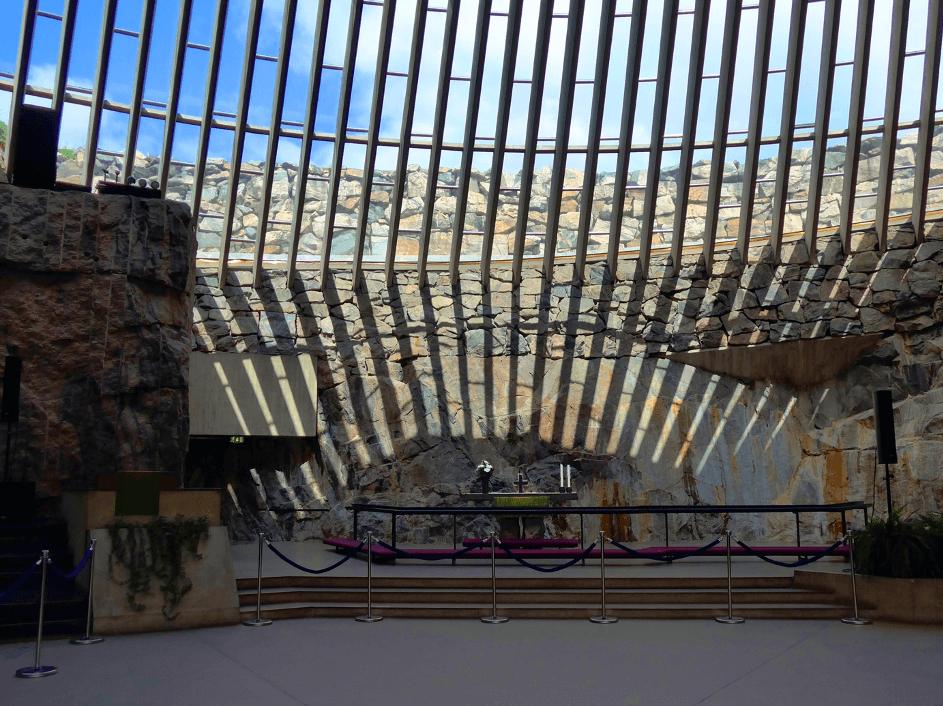 Altar in der Felsenkirche Helsinki