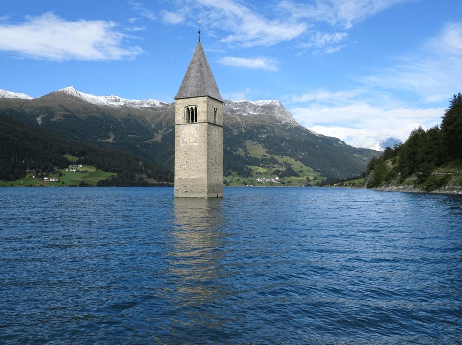 Kirchturm der Kirche von Graun