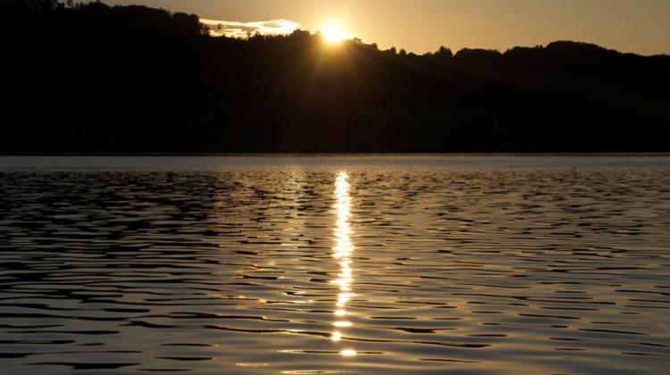 Sonnenuntergang mit Goldspur